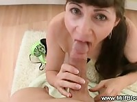 BUsty milf tries to give deep throat 